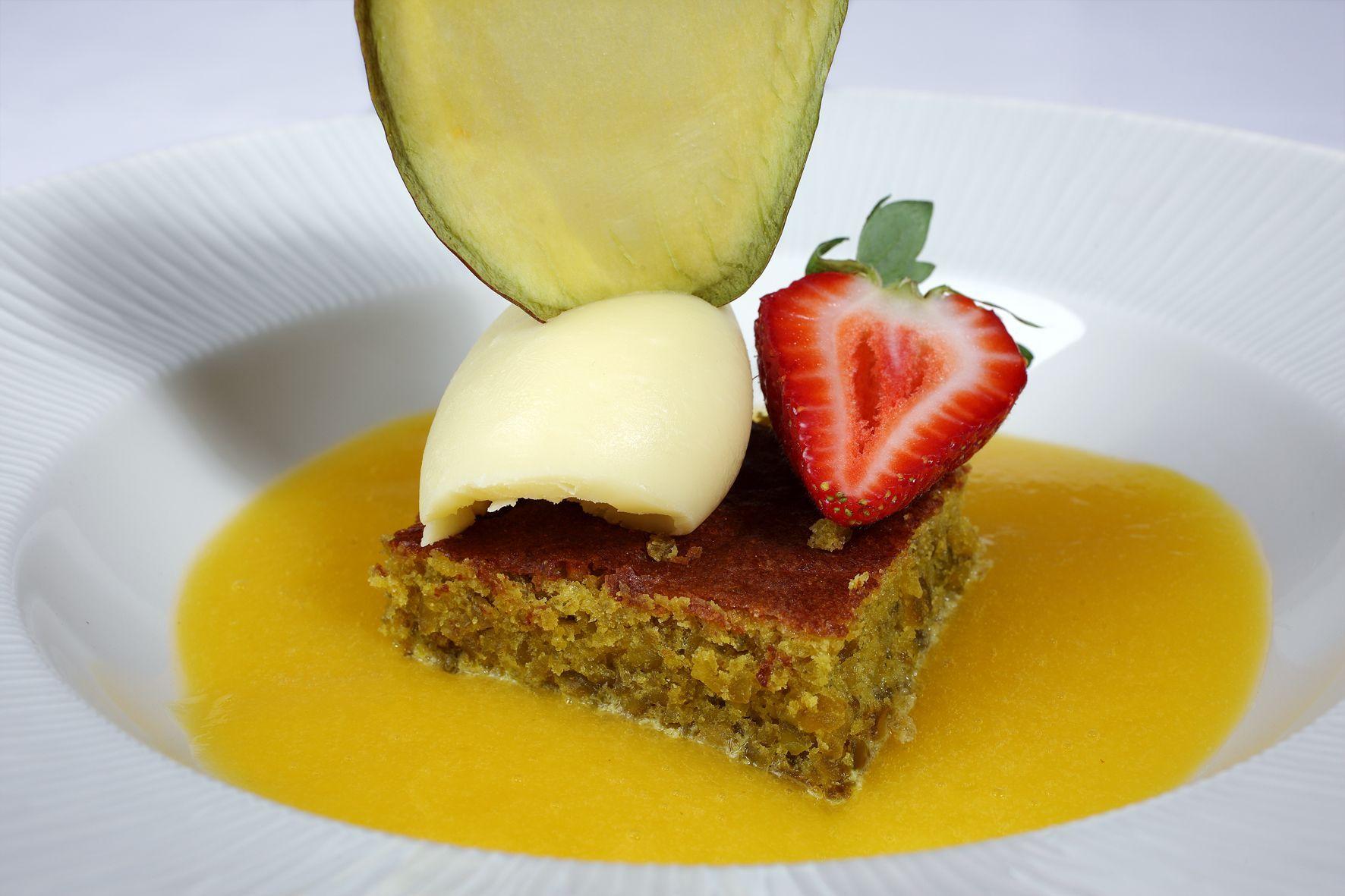 Receta de nuestro postre 'bizcocho de pistacho con cremoso de chocolate blanco' – Restaurante José María
