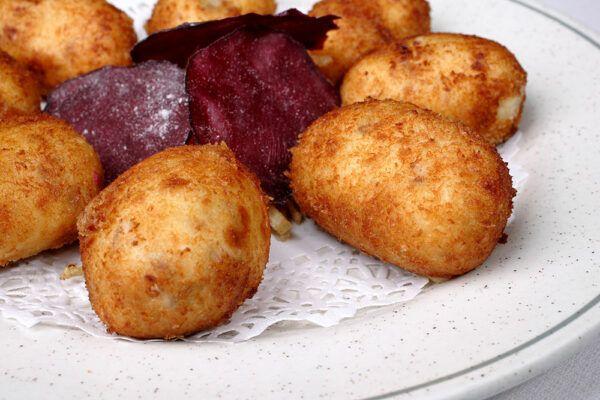 croquetas-caseras-jamon-iberico-remolacha-patata-1